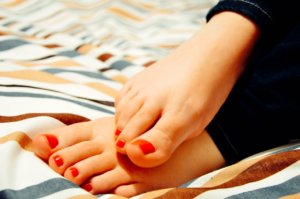 Enhance the Beauty of the Feet with this Homemade Pedicure