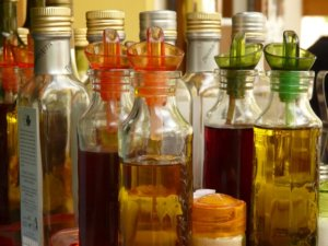 Benefits of Vinegar for Home, Beauty, Health & Gardening