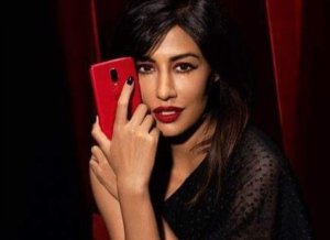 Chitrangada Singh Launch the Red OnePlus 6 Smartphone