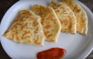 Aloo-Cheese Paratha Recipe: Yummy & Easy Tiffin Ideas