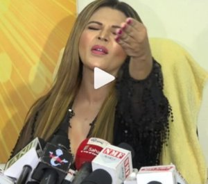 Rakhi Sawant's Reaction on Tanushree Dutta-Nana Patekar issue : See Video