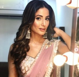 Shocked Hina Khan by the Surprise of Birthday : See Video