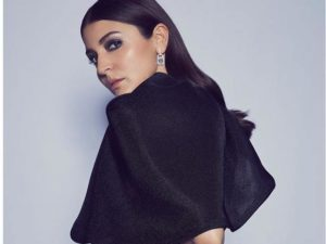 Anushka Sharma back pain pose photo viral